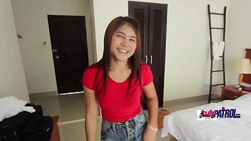 ดูหนังxไทยใหม่ แนวน่ารัก สาวน้อยน่ารักหีเนียนไร้ขนโม้กควยก็เก่งตัวเล็กแต่ก้นใหญ่มากเอายังไงก็มันส์