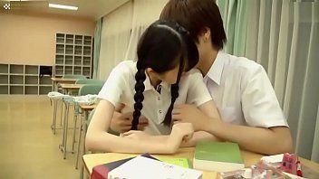 หนังโป๊xxxนักเรียนสาววัยละอ่อน หีชมพู โดนควยกระแทกแรงในห้องเรียน
